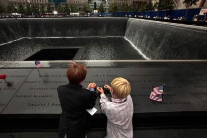 la-911-memorial-32-lrdlqjnc1-528x352[1]